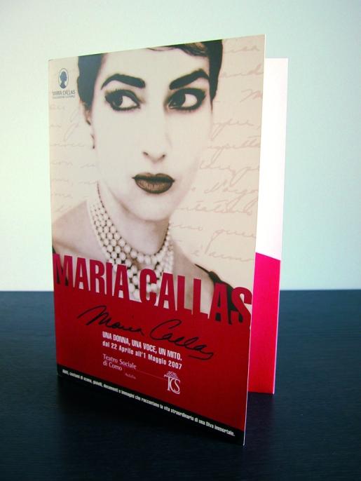 """""""Maria Callas"""": una donna: una voce, un mito._Abiti, costumi di scena, gioielli, documenti e immagini che raccontano la vita straordinaria di una diva immortale_Intervento: progetto grafico_materiali di comunicazione della mostra."""